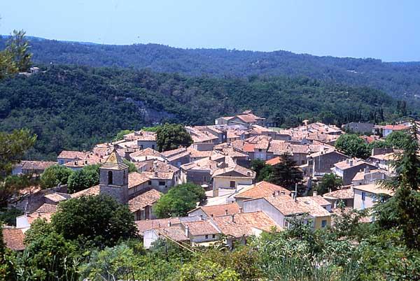 Commune Varages. Crédit photo : Musée de la Faïencerie de Varages