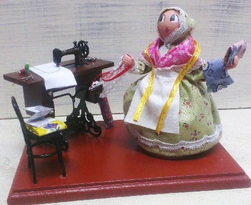 Les Cent tons de Mamie Martine Morino Santons naïfs habillés et accessoires de crèche 83480 Puget sur Argens